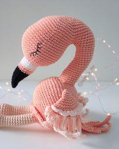 Flamingo são o charme em forma de animal, ne?! Encomende o seu. 💕 #flamingo #flamingoparty #flamingodecor #quartodemenina #amigurumi #chadebebemenina #quartodemenina Flamingo Party, Flamingo Decor, Flamingo Toy, Crochet Flamingo, Crochet Bird Patterns, Crochet Birds, Crochet Amigurumi Free Patterns, Crochet Bear, Cute Crochet