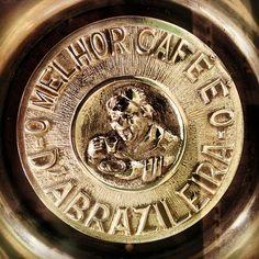 pormenor mesa d'A Brasileira Braga  by hjose