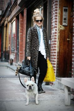 denim jacket under print coat. nice. yellow shopping bag would be fab if was a yellow leather purse.