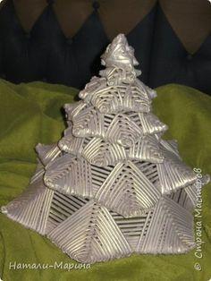 Поделка изделие Новый год Плетение ЕЛОЧКА сплелась случайно Бумага газетная фото 2 Tree Skirts, Baskets, Projects To Try, Weaving, Christmas Tree, Holiday Decor, Diy, House, Ideas