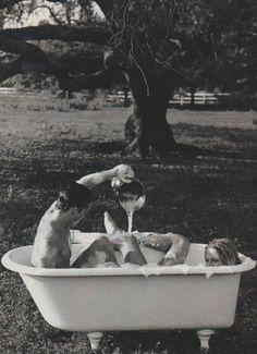 <3 romantic bubble bath outside. precious