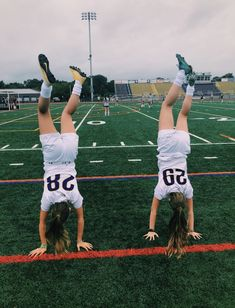 Cute Soccer Pictures, Cute Friend Pictures, Best Friend Pictures, Sports Pictures, Soccer Pics, Soccer Goals, Friend Pics, Soccer Photography, Soccer Season