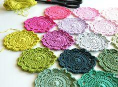 tutoriel pour des fleurs au crochet, pour tous ces restes de fil coton anchor qui traînent...