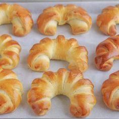 Turkey rolls stuffed with ricotta and herbs - Healthy Food Mom Challah Bread Recipes, Brioche Bread, Donut Recipes, Pastry Recipes, Cooking Recipes, Veggie Recipes, Breakfast Recipes, Dinner Recipes, Dessert Recipes