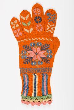 Eesti muuseumide veebivärav - kinnas; Estonian traditional knitted glove Knit Mittens, Mitten Gloves, Gloves Fashion, Wrist Warmers, How To Purl Knit, Knitting Needles, Handicraft, Knitwear, Crochet