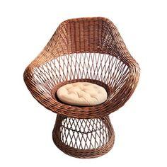 Deze prachtige originele rotan stoel is een echte eyecatcher in je interieur! Lekker luieren, een boekje lezen of een kop thee met een goed gesprek, met deze stoel kan het allemaal. Rotan is weer net zo populair als vroeger! Gemaakt van zeer stevig riet. Details: