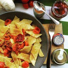 Maltagliati Pachino e Bottarga Ricotta, Hummus, The Cure, Tacos, Mexican, Ethnic Recipes, Super Mamma, Portiere, Mani