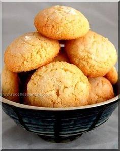 Une autre variante de la fameuse &Ghoribas&, celle-ci est à base de semoule fine et de noix de coco... les ingrédients: 150g de semoule très fine (semouline) 150g de noix de coco râpée 60g de farine 120g de sucre 1 cuil. à café de levure chimique 2 œufs...