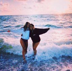 Beach Poses With Friends, Beach Best Friends, Best Friends Shoot, Best Friend Poses, Best Friend Pictures, Friend Picture Poses, Photoshoot With Friends, Summer With Friends, Cute Friends