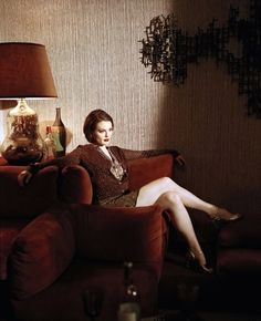 Julianne Moore crossed legs sophistication