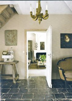contrast of neutrals + dark tile Looks like linen covered walls Rustic trim