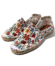 Espadrille Sandals, Shoes Sandals, Flats, Crazy Shoes, Me Too Shoes, Spanish Espadrilles, Spanish Fashion, Crochet Shoes, Kinds Of Shoes