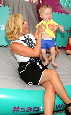 Jane Krakowski from The Big Picture: Today's Hot Pics Too cute! The actress kicks off Pampers Cruisers Tour at Flatiron Pedestrian Plaza in NYC. Baby Lernen, Jane Krakowski, Bond, Walking, Nyc, Flat Iron, Big Picture, Hottest Photos, American Actress