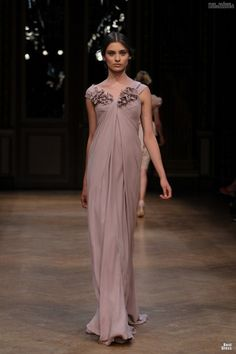 #kamzakrasou #sexi #love #jeans #clothes #dress #shoes #fashion #style #outfit #heels #bags #blouses #dress #dresses #dressup #trendy #tip #newExkluzívneKolekcia Exkluzívne fotografie z módnej prehliadky - Georges Hobeika VI.