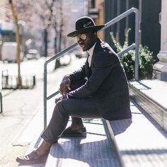 Born in Nigeria, Steven Onoja now lives in New York where he runs his self-titled blog.With a very unique vision of style, he always manages to add a personal touch to every outfit he wears, which has helped him become a true individualist in the blogosphere.😎