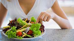 Es común escuchar a la gente culpar al metabolismo por su aumento de peso. Pero, ¿Qué es exactamente el metabolismo ? Aquí está la respuesta corta: El metabolismo es simplemente la medición de la rapidez con la que se pueden convertir las calorías en combustible, compuesto por muchas reacciones químicas en nuestro cuerpo. Tomemos el …