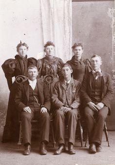 Fashion Ancestry - website for fashion history 1900 Clothing, Antique Clothing, Historical Clothing, Historical Photos, Victorian Men, Edwardian Era, Victorian Fashion, 1890s Fashion, Russian Men