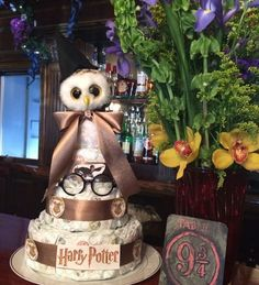 A lot also have Harry Potter–themed diaper cakes. A lot also have Harry Potter–themed diaper cakes. Baby Shower Harry Potter, Harry Potter Nursery, Harry Potter Theme, Harry Potter Birthday, Baby Shower Diapers, Baby Boy Shower, Baby Shower Gifts, Baby Shower Parties, Baby Shower Themes