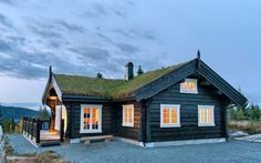 Photo gallery with Latlaft built houses Log Cabin Exterior, Norwegian House, Swedish Cottage, Country Home Exteriors, Scandinavian Home, House In The Woods, Log Homes, Cozy House, Modern Rustic