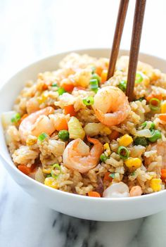 Shrimp fried rice - use cauliflower rice for super healthy meal arroz frito Fish Recipes, Seafood Recipes, Asian Recipes, Cooking Recipes, Healthy Recipes, Chinese Recipes, Shrimp And Rice Recipes, Recipies, Frozen Shrimp Recipes