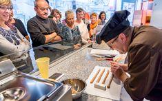 Im Besucherzentrum CHEZ Camille Bloch können Sie die Geschichte von Torino und Ragusa interaktiv entdecken. Begeben Sie sich auf ein kulinarisches Abenteuer, gestalten Sie Ihre persönliche RAGUSA oder nehmen Sie an einer Degustation teilnehmen. Camille Bloch, Der Bus, Adventure, History
