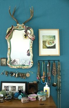 cool mirror,cool jewellery, cool wall, just….cool