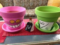 Garden party dcoration kids alice in wonderland super ideas Disney Home, Disney Diy, Disney Crafts, Alice In Wonderland Crafts, Alice In Wonderland Tea Party, Mad Hatter Party, Mad Hatter Tea, Mad Hatters, Flower Pot Crafts