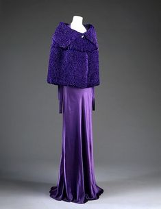 Purple evening ensemble by Jeanne Lanvin, 1935 The Victoria & Albert Museum Jeanne Lanvin, 1930s Fashion, Timeless Fashion, Vintage Fashion, Timeless Elegance, Vintage Gowns, Vintage Outfits, Vintage Wardrobe, French Fashion Designers