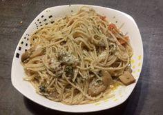 Μακαρόνια με σάλτσα μανιταριών και ντοματίνια συνταγή από moustarditsa - Cookpad