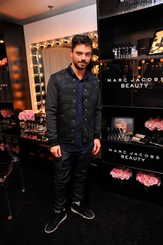 Dominic Cooper Photos Photos - Actor Dominic Cooper attends the HBO Luxury Lounge at the Four Seasons Hotel Los Angeles at Beverly Hills on January 9, 2016 in Los Angeles, California. - HBO Luxury Lounge