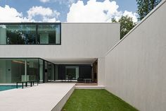 Exterior view of the DM Residence in Belgium by Cubyc architecture _
