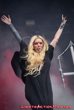 In This Moment performs on the Metropolitan stage during the 2017 Welcome to Rockville festival in Jacksonville, Florida. April Photography by LightsAction. Maria Brink, Welcome To Rockville, Nu Metal, Black Metal, Heavy Metal Girl, Lzzy Hale, Women Of Rock, Halestorm, Music Theater