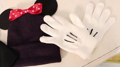 Love this blog! How to make a minnie beanie! A must do for my upcoming winter trip!