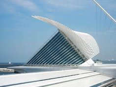 Milwaukee Art Museum by Santiago Calatrava - #architecture - ☮k☮ - #modern