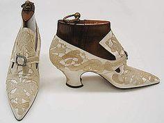 Pumps Pietro Yantorny (Italian, Date: Culture: French Vintage Gowns, Vintage Shoes, Vintage Accessories, Vintage Ladies, Vintage Outfits, Vintage Dress, Edwardian Shoes, Victorian Shoes, Victorian Era