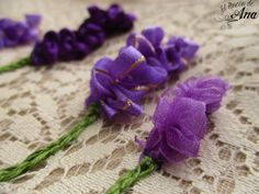 Flor lavanda con listón Embroidery, Band, Crochet, Flower, Sewing Tutorials, Lavender, Stitching, Needlepoint, Manualidades