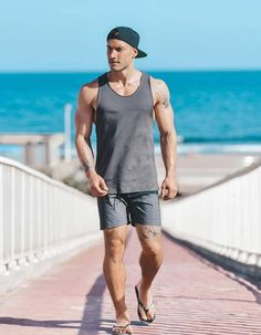 Maybe you are confused about choosing suitable beach outfits to go to the beach. Now, to determine this, adjust your chosen beach attire to the purpose of your activities there later. Summer Outfits Men, Men Summer, Vacation Outfits, Beach Outfits, Mens Flip Flops, Men Beach, Outfits With Hats, Men Looks, Spring Summer