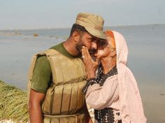 She is thankful for his help Pakistan Country, Pakistan Army, Pakistan Armed Forces, Pakistan Fashion, Amazing Photography, Military, Couple Photos, Image, Soldiers