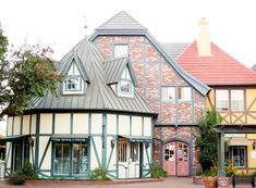 Spending a weekend getaway in the charming Danish village of Solvang? This post will give you some great ideas for your itinerary! Santa Monica, Visit Santa Barbara, Solvang California, California Travel, Pacific Coast Highway, Highway 1, Weekend Trips, Weekend Getaways, Long Weekend