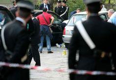 Sangue a Napoli, un giovane di 26 anni ucciso da alcuni colpi di pistola mentre si trovava sul suo scooter. Il fatto è accaduto nella periferia della città, a San Pietro a Patierno