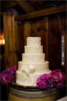 white lace cake | VIA #WEDDINGPINS.NET