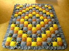 I like the pattern of this puff quilt, just needs prettier colors! Puff Blanket, Biscuit Quilt, Puffy Quilt, Bubble Quilt, Yellow Quilts, Baby Quilt Patterns, Patchwork Baby, How To Finish A Quilt, Dyi Crafts