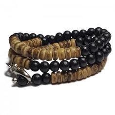 """Stoere wrap armband van TABOO van houten kralen (8 mm), afgewisseld met houten schijfjes. De armband sluit zich met een """"sleutelhanger"""". Ook eventueel als halsketting te dragen!"""