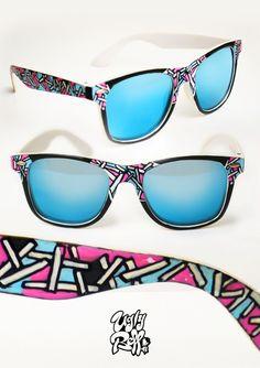 Κάθε ζευγάρι γυαλιών ηλίου Uglybell είναι μοναδικό, ζωγραφισμένο στο χέρι, με άριστης ποιότητας υλικά και έμφαση στην λεπτομέρεια. Hand Painted, Sunglasses, Fashion, Moda, Fashion Styles, Sunnies, Shades, Fashion Illustrations, Eyeglasses