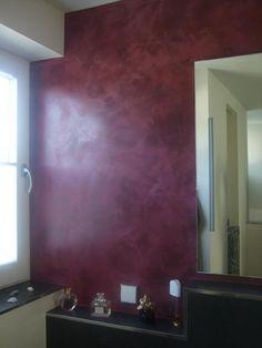 Kreativtechnik an Wand in dunklem Pink angwendet vom Michael Zentler Malerbetrieb in Lüdenscheid (58507) | Maler.org