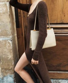 See and shop the Jacquemus-led knit dress trend that is everywhere for fall. Everyday Outfits, Everyday Fashion, Simple Fall Outfits, Clothes Pegs, Street Style, Lookbook, Minimal Fashion, Minimal Chic, Autumn Winter Fashion