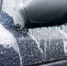 Easy DIY car de-icer spray... rubbing alcohol, dish soap, and water!