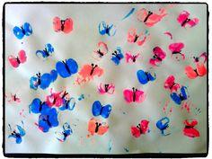 empreintes de pieds de playmobil, papillons, printemps, peinture enfant
