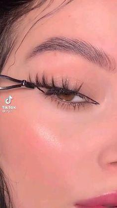 Dope Makeup, Edgy Makeup, Makeup Eye Looks, Eye Makeup Tips, Makeup Videos, Skin Makeup, Eyeshadow Makeup, Makeup Inspo, Makeup Inspiration