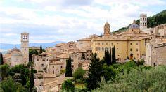 Assisi tunnetaan Fransiskuksen kotikaupunkina. #Assisi #Italia #Italy